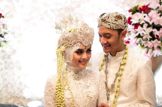 Parade 9 Potret Riasan Pernikahan Adat Sunda Dengan Menggunakan