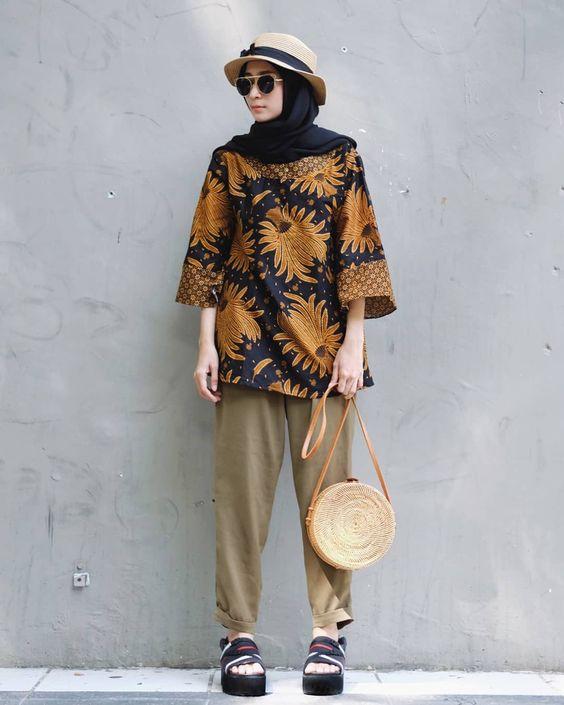 Berbagai Macam Inspirasi Baju Batik Kasual Untuk Acara Non Formal